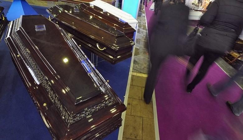Новосибирского полицейского заподозрили в передаче ритуальному агентству информации о покойниках