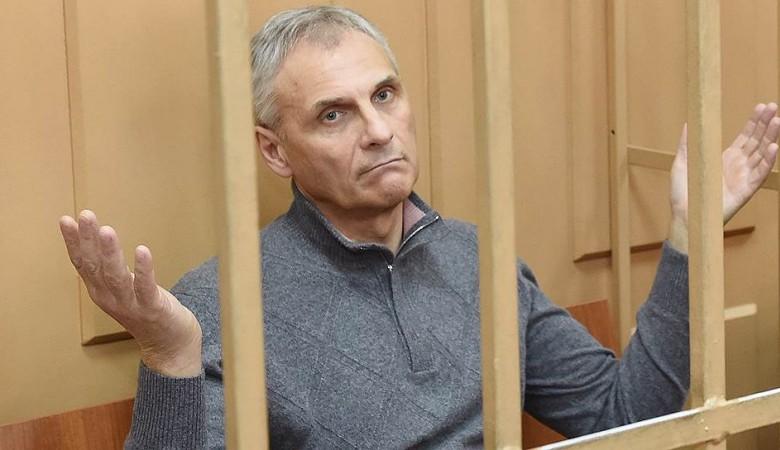 СК раскрыл, какие из дорогих аксессуаров предпочитал экс-губернатор Сахалина