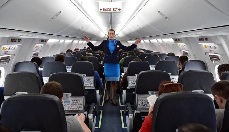 Бдительная стюардесса «Победы» «предотвратила» крушение самолета, летевшего из Новосибирска