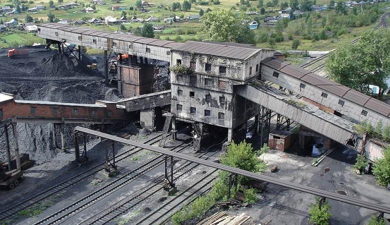 Тулеев просит ГП разобраться с задержками зарплат на шахтах «Заречной»