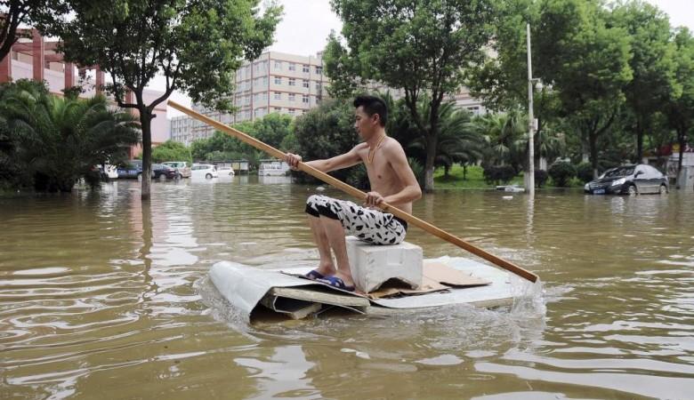 Жертвами проливных дождей на северо-востоке Китая стали восемь человек