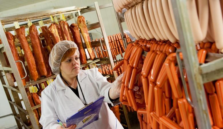 «Бурятмяспром» повторно использовал старую колбасу для производства новой