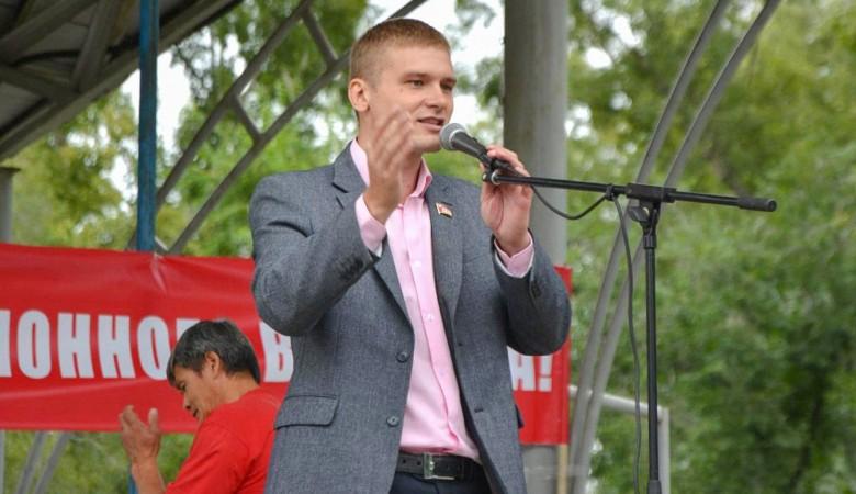 Представитель КПРФ Коновалов заявил, что не будет сниматься с выборов главы Хакасии