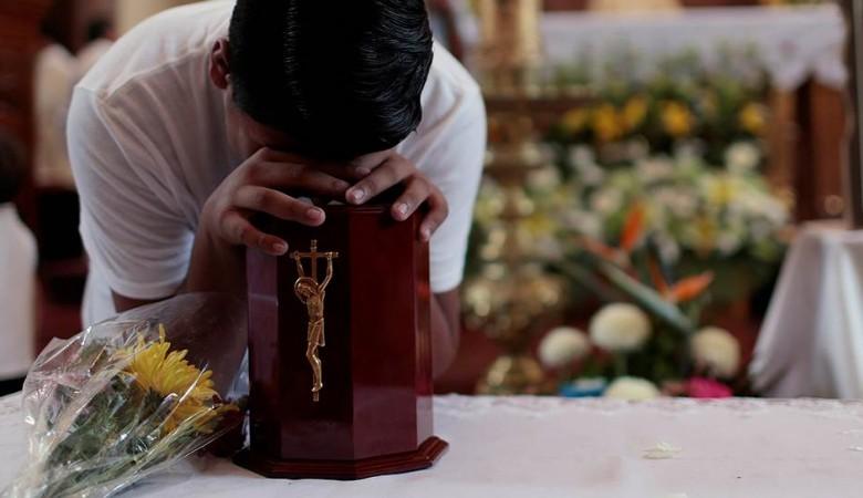 Власти на юго-востоке Китая уничтожают гробы и запрещают похороны в целях экономии земли