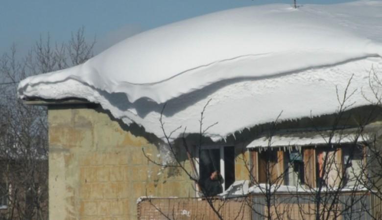 Крыша жилого дома обвалилась вБарнауле