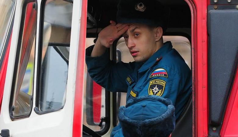 Спасатели в Иркутской области вызволили из снежного плена застрявших рыбаков
