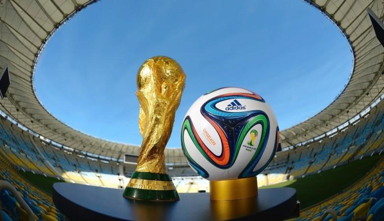 ВОмск прибыл Кубок Чемпионата мира пофутболу FIFA