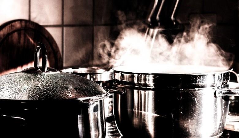 МЧС советует тушить пожар на кухне стиральным порошком