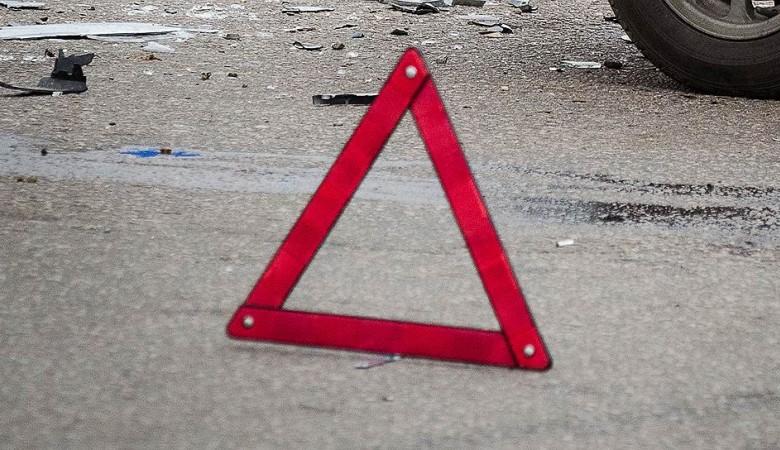 Грузовик врезался в стоящий у светофора автобус в Норильске: 6 человек пострадали