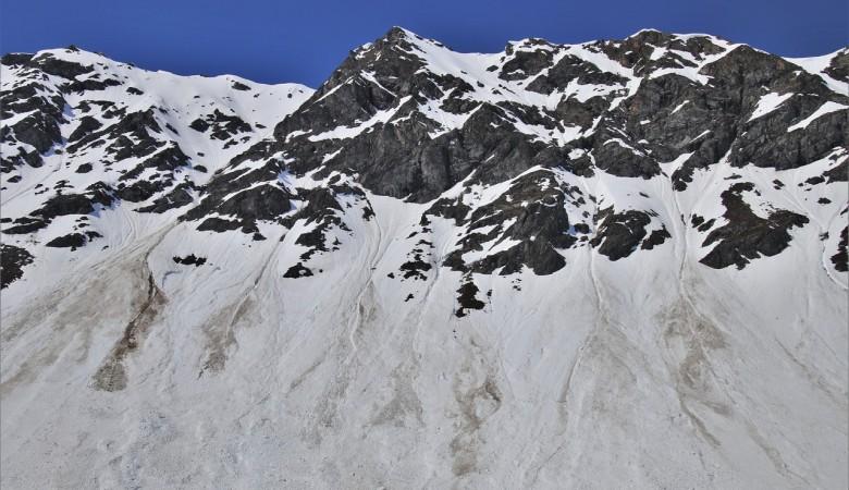 На Алтае найдено тело одного из двух учетчиков краснокнижного барана, попавших под лавину