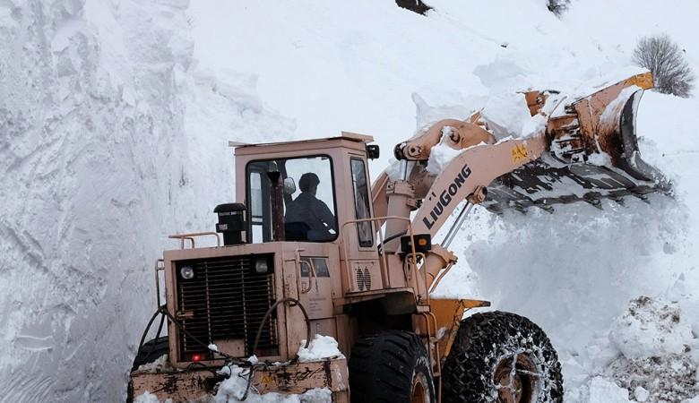 Лавины сошли на дороги в Республике Алтай
