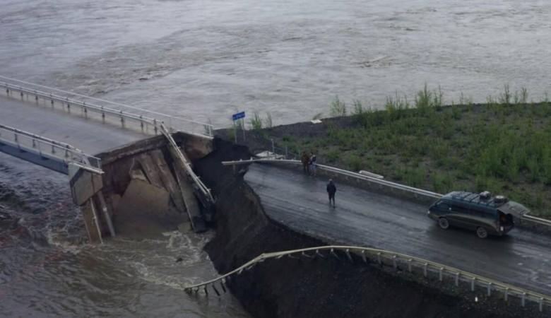 Движение прервано на размытом из-за дождей участке трассы «Колыма» в Якутии