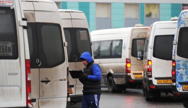 Мэрия Омска, сократившая число маршруток, рассчитывает надополнительные прибыли