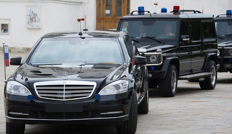 Машины красноярской администрации будут маркировать знаками и именами чиновников