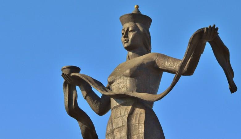Жители Бурятии предложили раскрасить самый большой в регионе монумент «Мать Бурятия»