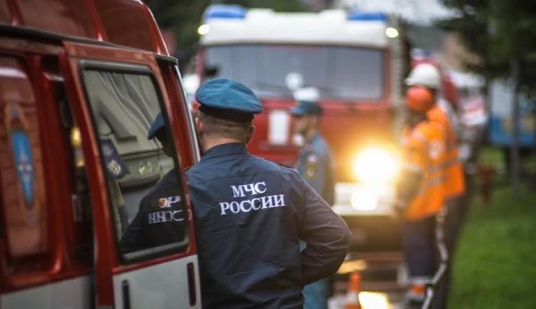Цех по производству резиновой крошки горит в Кемерове