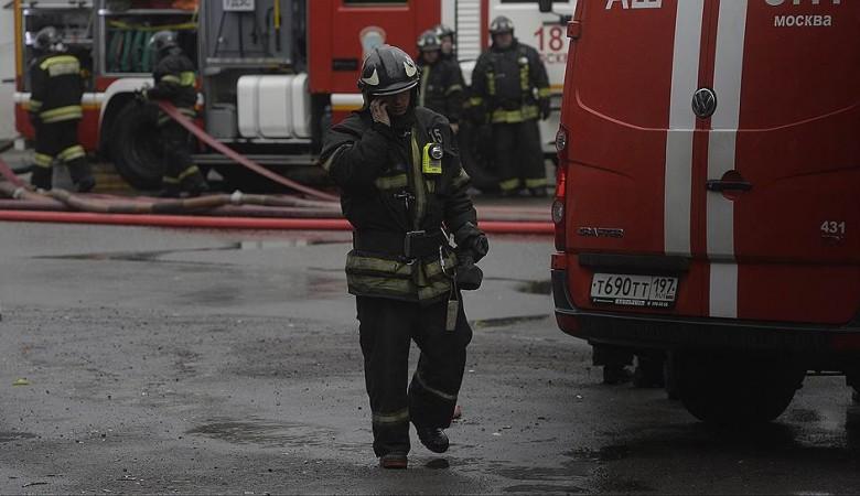 Пожар на площади 400 кв м произошел на заводе пластмасс в Омске
