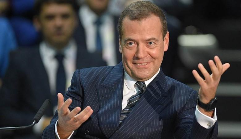 Усиление санкций против РФ можно будет считать объявлением экономической войны - Медведев