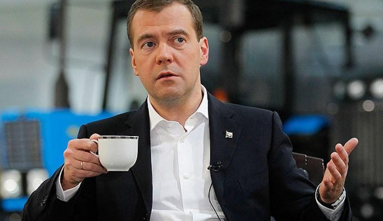Жительницы Омска сняли клип о Медведеве и его обещании построить метро в городе