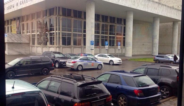 Автомобиль мэра Красноярска припарковался на местах для инвалидов