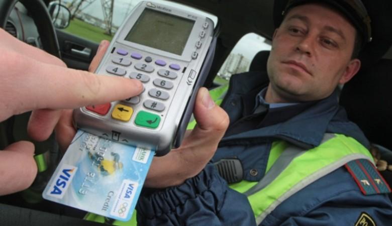 Красноярские полицейские теперь принимают и оплату картами
