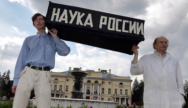 Томский НИИ перевел часть санитаров в уборщики, чтобы не увеличивать им зарплату