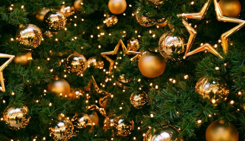Новогоднюю елку из навоза слепили в Якутии