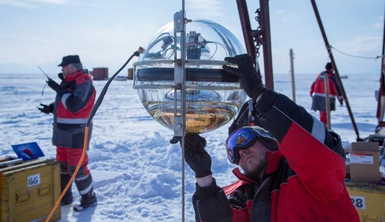 Ученые увеличили чувствительность нейтринного телескопа на Байкале, позволяющего изучать историю Вселенной