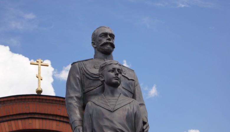 В Новосибирске открыли памятник Николаю II и его наследнику цесаревичу Алексею