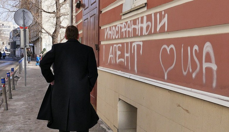 Критикующие российскую власть НКО лишены госфинансирования - Amnesty International