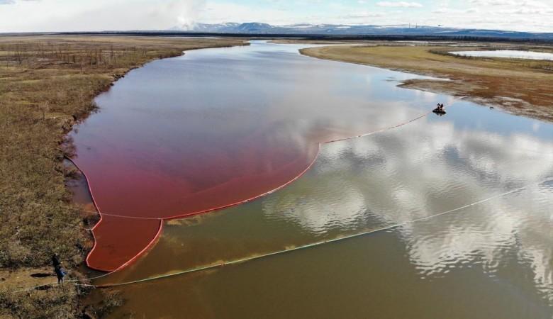 Площадь загрязнения нефтепродуктами в Норильске составила 180 тыс. кв. метров