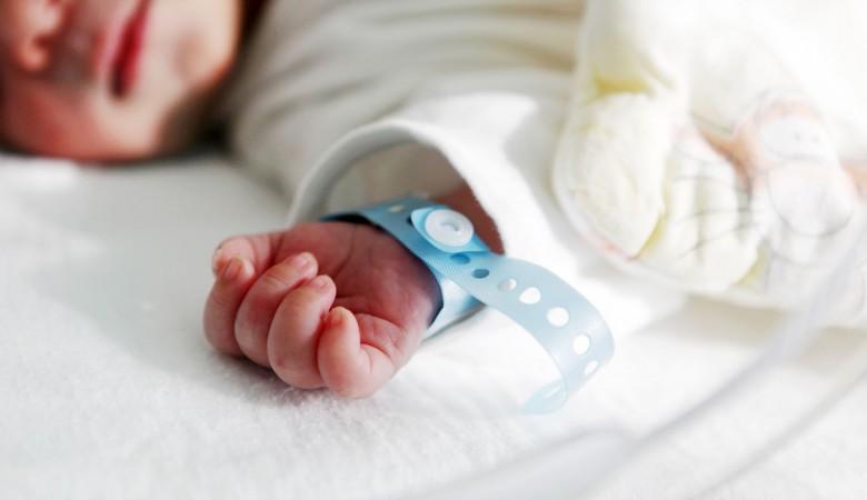 ВОмске завели уголовное дело намать, выбросившую наулицу мёртвого ребёнка