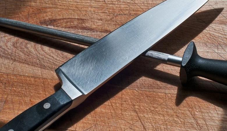 Иркутский подросток несколько раз вонзил нож в женщину, продававшую ему смартфон