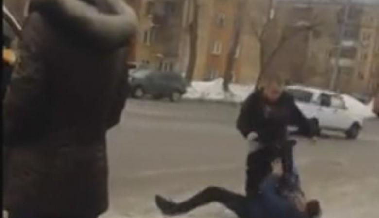 Нерусский водила маршрутки ногами избил пассажира в Новосибирске и спокойно уехал