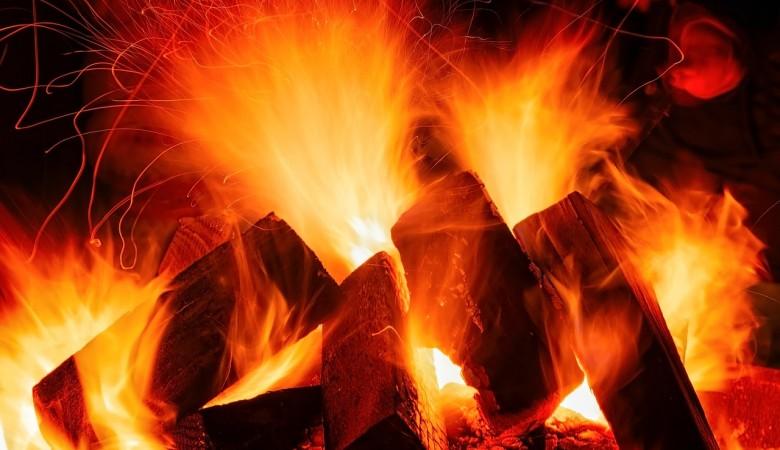 Пожар на складе пиломатериалов произошел в Красноярске