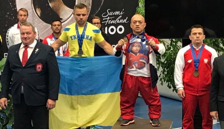 Российского спортсмена отстранили от соревнований за футболку с Путиным