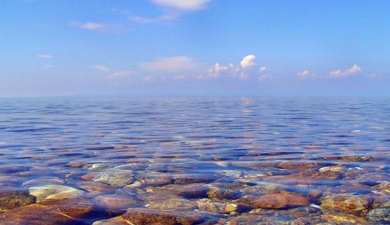 Иркутской компании запретили производство воды на Байкале для нужд Китая