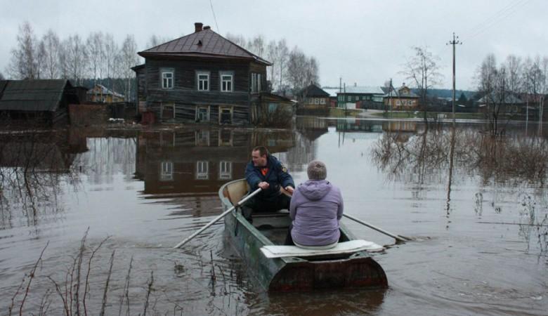 Жители подтопленного красноярского поселка возвращаются в дома