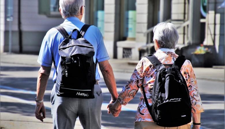 Пенсионеров в России в полтора раза больше, чем тридцатилетних - Росстат