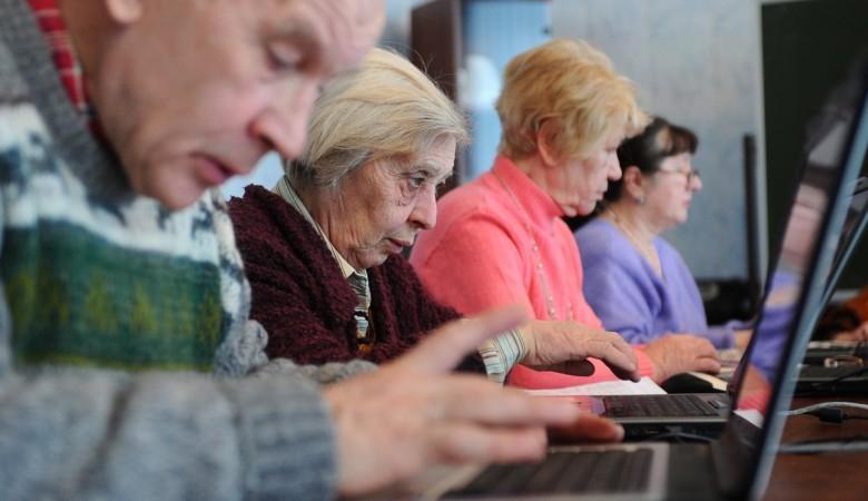 Алтайские депутаты предлагают мужчинам выходить на пенсию в 63 года, женщинам – в 58