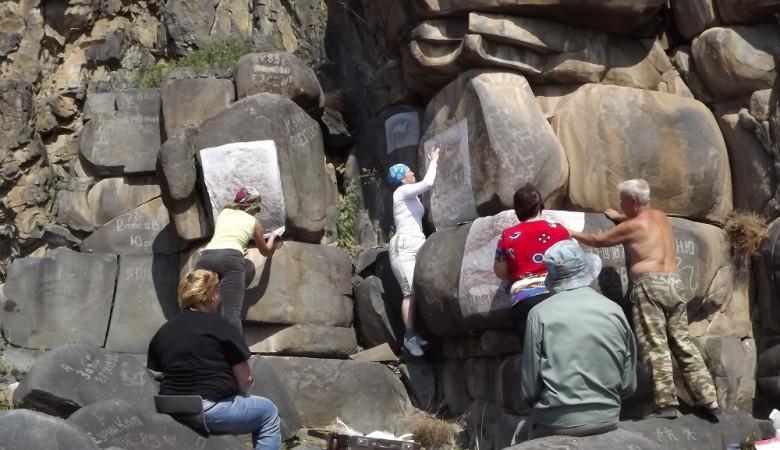 В Республике Алтай найдены трехметровые петроглифы возрастом в 2,5 тыс. лет