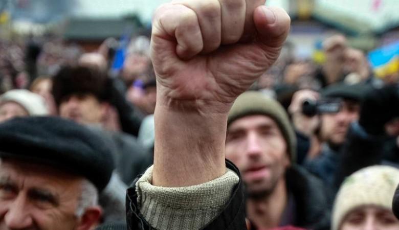 «Кузбасс наш дом, а не склад с углем» - жители Новокузнецка устроили пикет во время экофорума