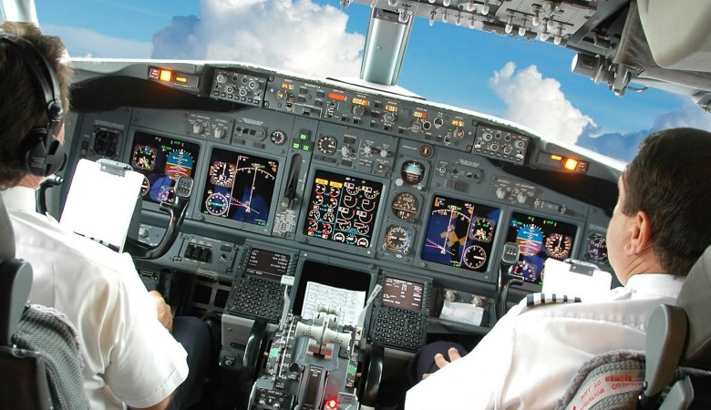 У внезапно приземлившегося в Красноярске самолета отказала гидросистема - СКР
