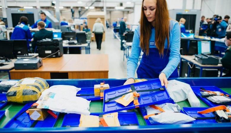 Красноярская полиция нашла 1 кг синтетических наркотиков в посылке на почте