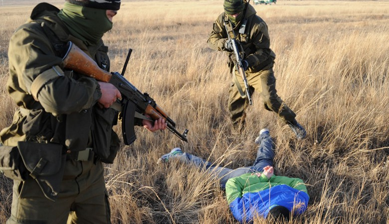 ФСБ задержала американцев, незаконно изучавших животных и птиц на границе в Бурятии