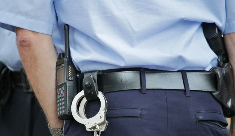 Полицейский из Омска покрывал знакомого-бутлегера, торговавшего контрафактом