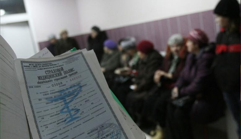 Безработных и самозанятых россиян предлагают лишить бесплатных полисов ОМС