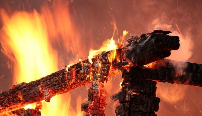 Трое детей погибли при пожаре на Алтае