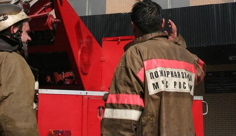 Два человека выбросились из горящей многоэтажки в Томске
