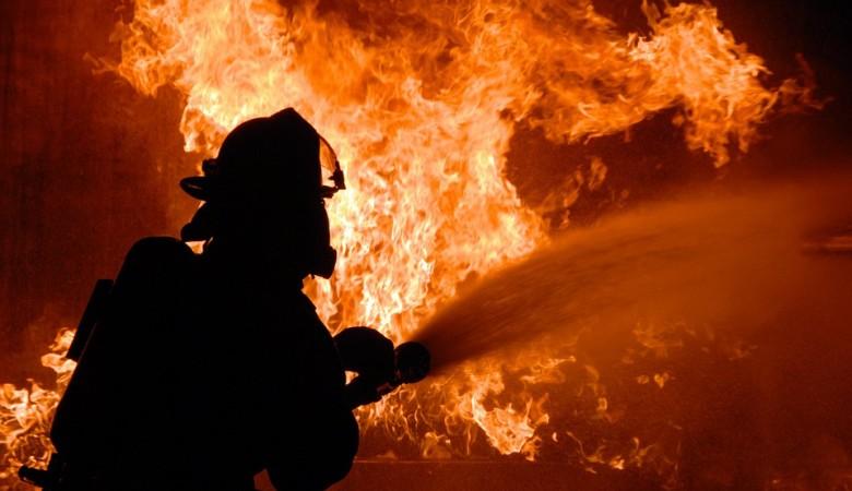 Пенсионерка погибла во время пожара в сельском доме в Новосибирской области